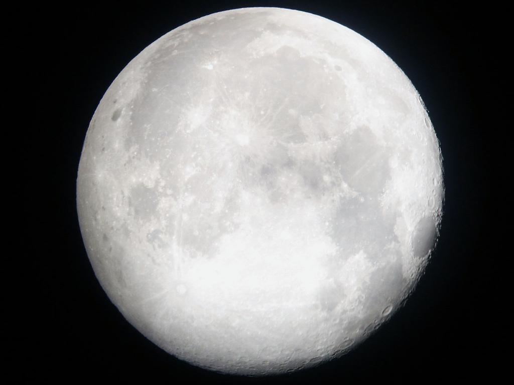 J_Pod_-_Full_Moon_(by-sa)