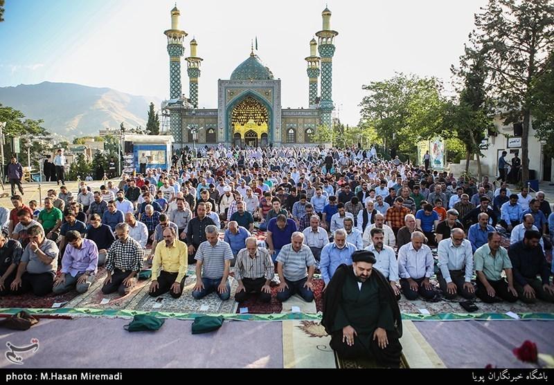 Iranians_holding_Eid_al-Fitr_prayer_in_Lavizan_Imamzadeh_shrine,_Tehran,_Iran.jpg